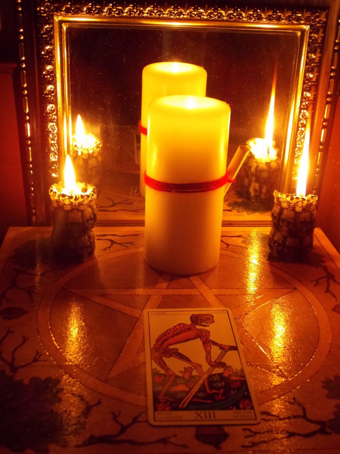 можно делать приворот на свече утром или дн м