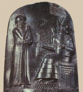 Иллюстрация: царь Хаммурапи перед Шамашем, барельеф со стелы Хаммурапи, 1750-е гг. до н.э.